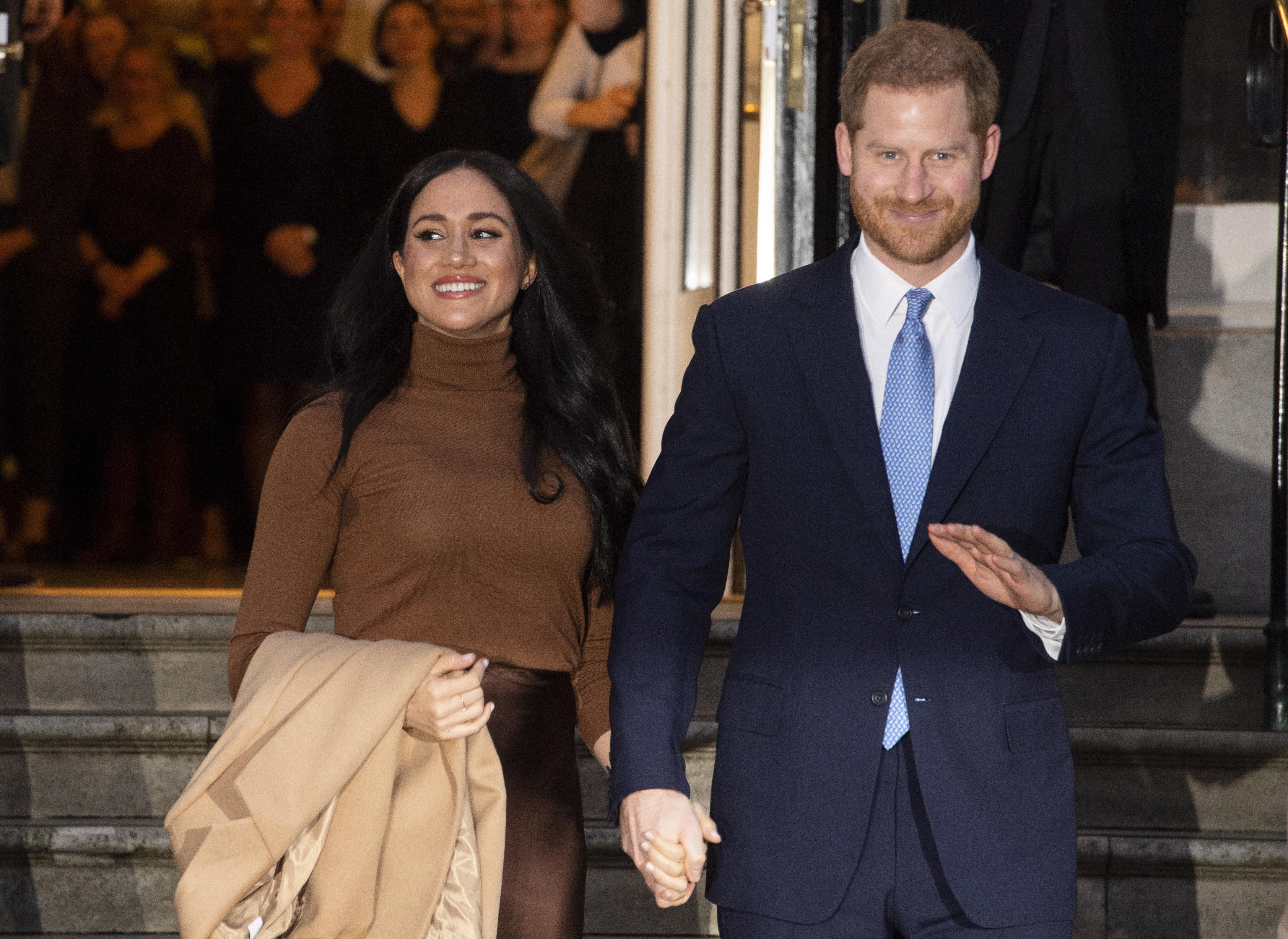Újra lecsaphat Harryre és Meghanre a királynő haragja