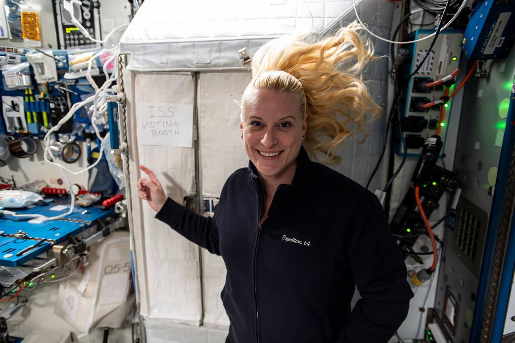 Az űrből adja le a szavazatát a NASA asztronautája, Kate Rubins