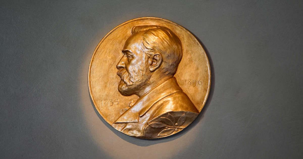 Kárpátaljai művész Nobel-szobrát helyezték el Stockholmban
