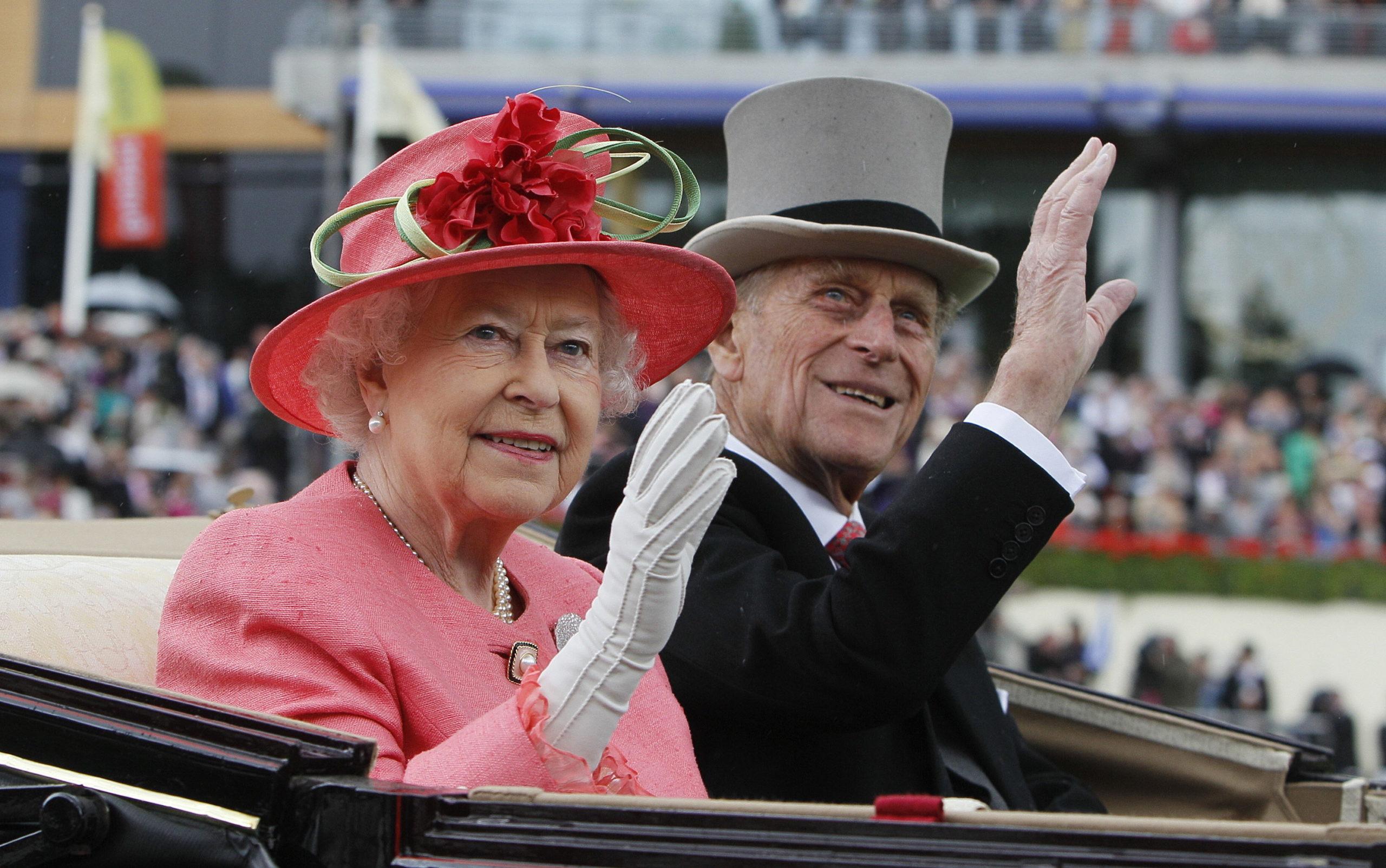 Erzsébet királynő ott volt Fülöp herceg ágyánál az utolsó percekben