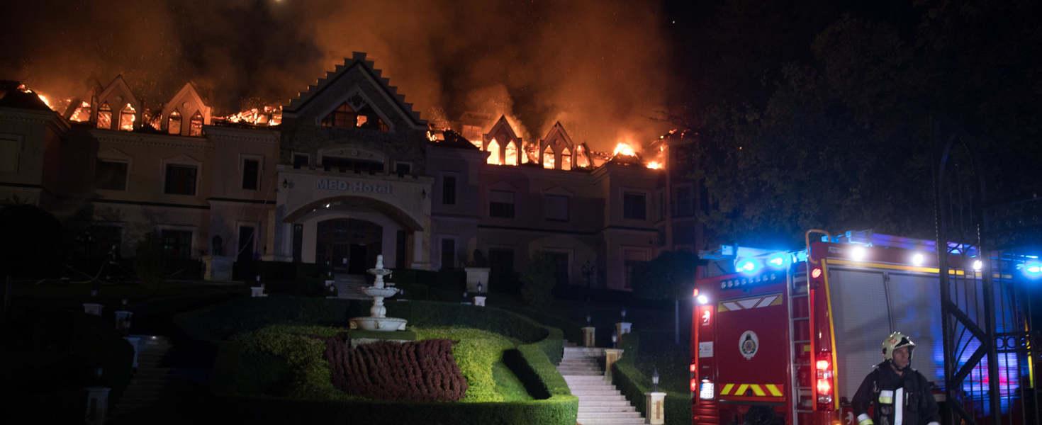 Ég a négycsillagos Borostyán Med Hotel – már a teljes tetőszerkezet megsemmisült